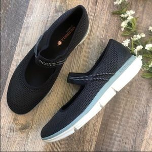 Merrell   Black Zoe Sojourn Walking Shoes